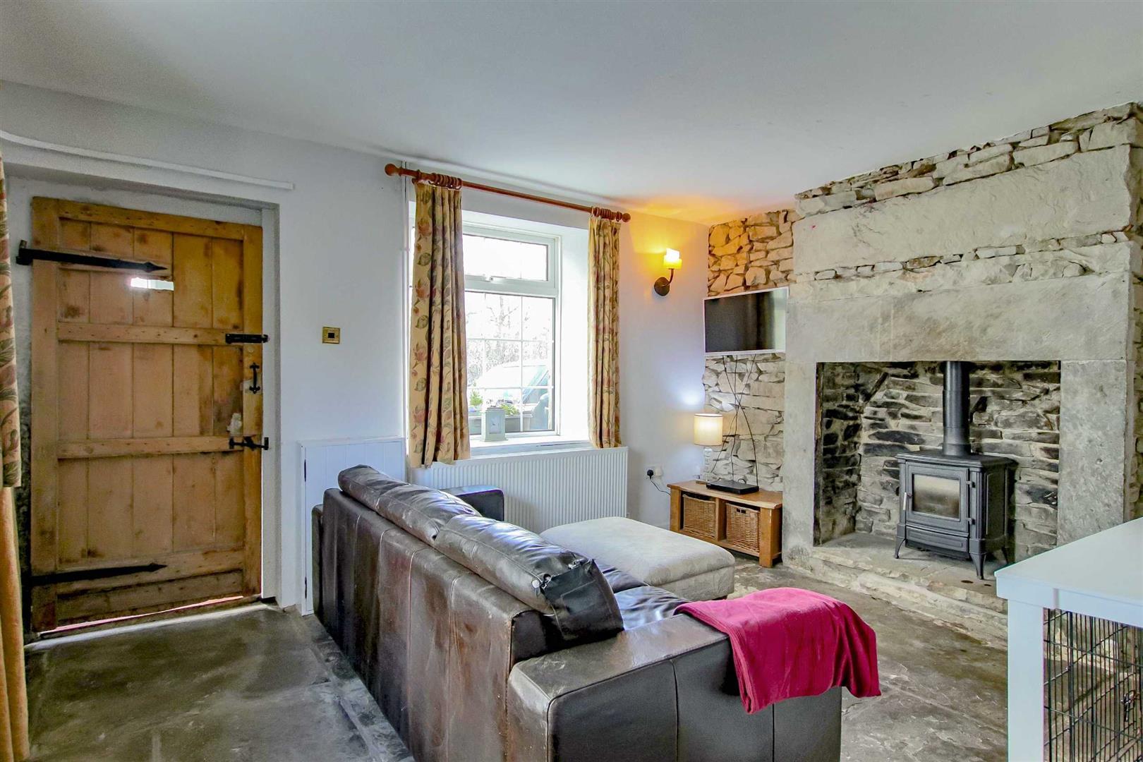 4 Bedroom Detached House For Sale - p033686_10.jpg